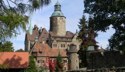 Najpiękniejsze zamki i twierdze w polskich górach – warto zwiedzić z dzieckiem