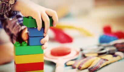 Wakacje z dzieckiem w domu
